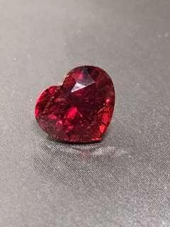 緬甸抹谷天然無燒紅色心形尖晶石(有證書)
