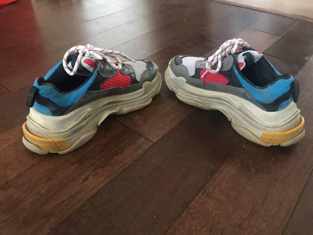 100% Authentics Balenciaga triple S Sneakers. Purchased from Holt Renfrew! Size 38. Original 1470+ tax