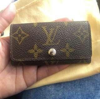 100% authentic Louis Vuitton key holder