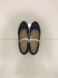 Low heel Ballet character shoe