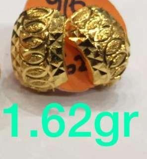 916 Gold earring
