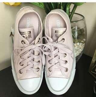Authentic Converse Sz. 5 Barely used