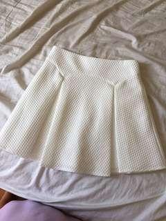 Cute textured white skirt