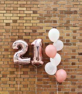 Rose gold helium balloon bouquet