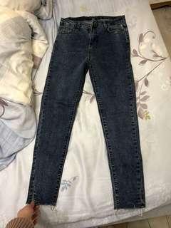 🚚 顯瘦深藍牛仔褲