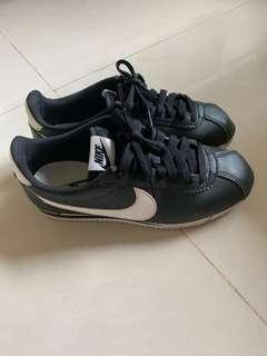 🚚 Nike 黑色阿甘鞋 Cortez