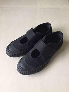 🚚 極簡無印風格 黑色魔鬼氈帆布鞋 娃娃鞋 餅乾鞋