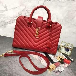 🚚 YSL🌹新款山型紋小羊皮金釦斜背包/手提包-正紅色