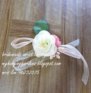 Bridesmaid wrist corsage