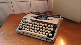 brother DeLuxe 900型打字機—古物舊貨、早期事務機收藏