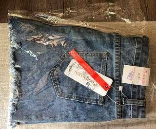 全新女裝大碼破洞牛仔短褲熱褲 size 31 32 women bottom jeans
