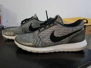 0552b76de5edc Nike roshe run flyknit