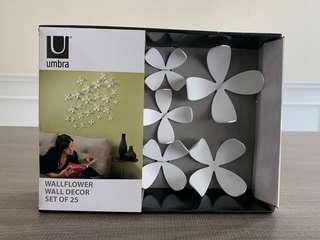 Wall decorations by Umbra