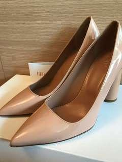 100% real RED(V) nude leather pumps