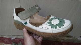 Jual sepatu kickers 100% ori baru di pakai 5x, beli 8 bulan yang lalu