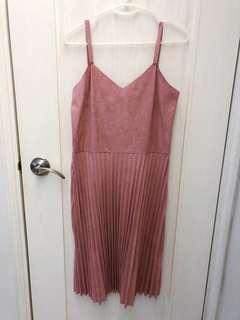 粉色吊帶連身裙