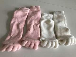🚚 $5 for two pairs of female toe sock sleeping night white pink