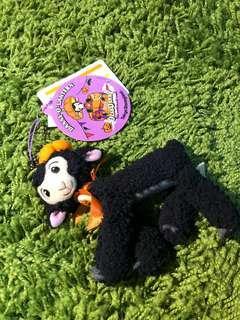 🚚 [全新品]日本東京迪士尼 萬聖節限定 小黑羊丹尼絨毛吊飾 Dear Danny小黑羊 軟萌小羊 現貨一組