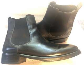 3ff5bc3d3ae0 Cole Haan Chelsea Boots Authentic 8.5 PreOwned