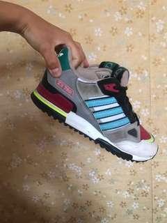 Adidas休閒鞋