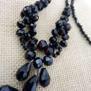 Kalung kristal hitam