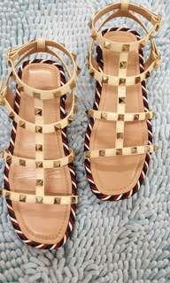 Valentino Size 37 1-inch platform sandals