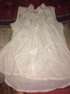 Baju putih tipis tanpa lengan