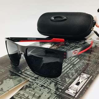 Kacamata Oakley holbrook metal