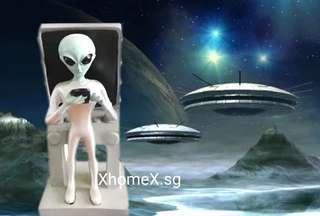 Alien mobile/computer holder
