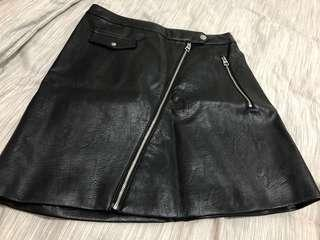 🚚 H&M Faux Leather skirt