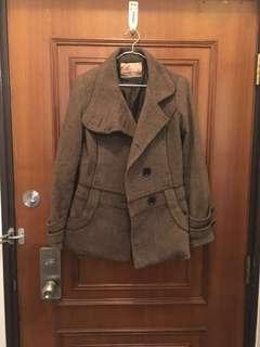 80% woollen jacket. Very warm and fashionable.
