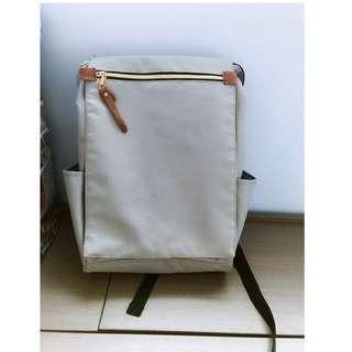 [台灣購入] 灰色拉鏈大容量背包