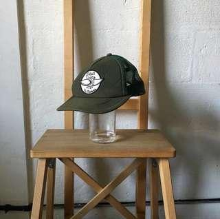 DEUS hat