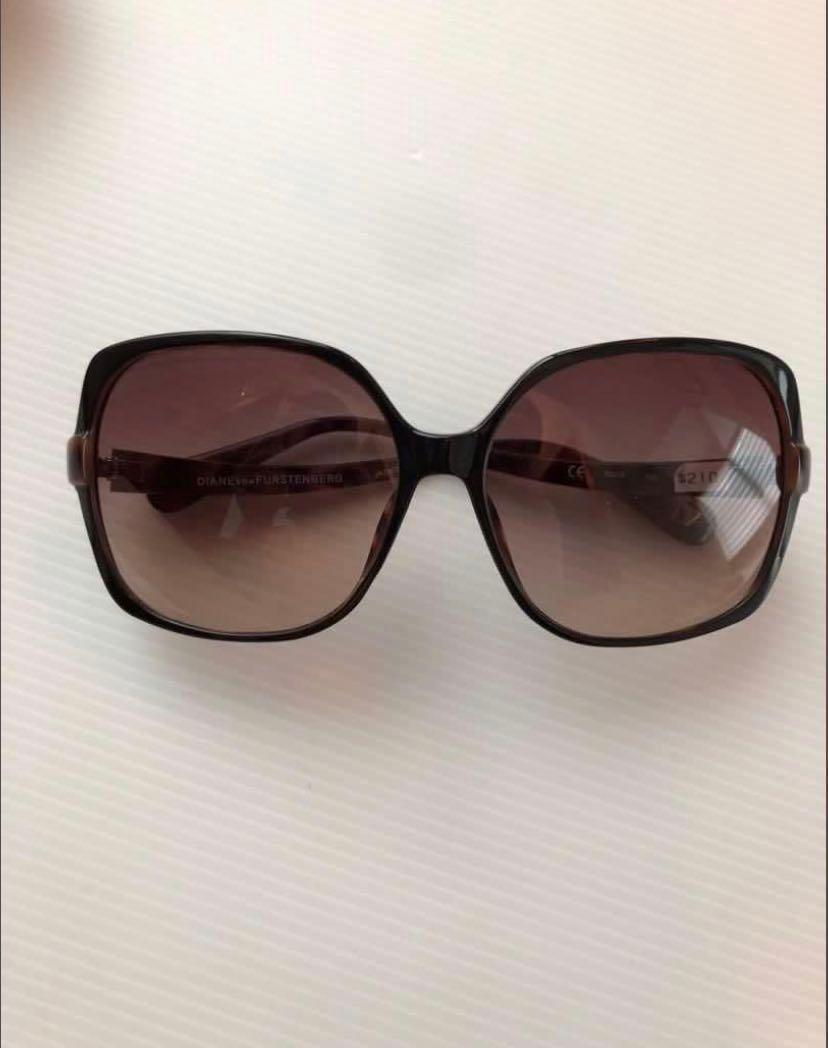 48d7bda86 DVF sunglass Reduced to clear, Women's Fashion, Accessories, Eyewear ...