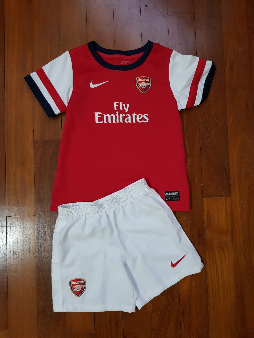 d80c84648 Nike Arsenal football shirt and short set for toddler 3 to 5 years ...