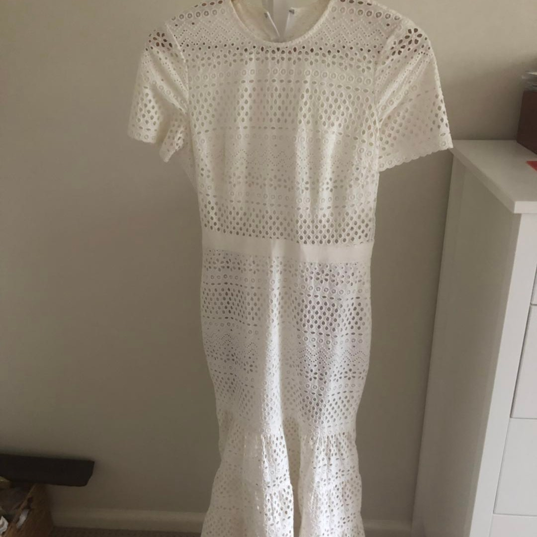 a916462bbc28a Self portrait Bea Midi dress in white size 8, Women's Fashion, Clothes on  Carousell