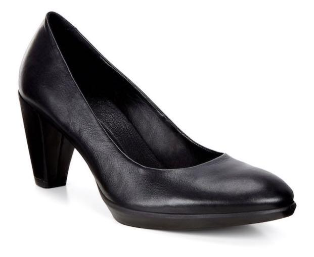 Shape 55 Plateau Pump by Ecco is the epitome of sophistication and style. Sophisticated pump with a chic 55mm (2.2 in) heel Anatomically-structured shank...