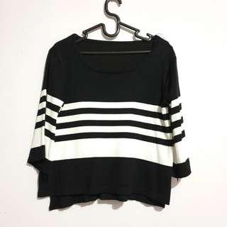 🚚 Black Striped Crop Top