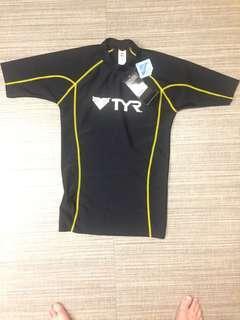 Authentic TYR sportswear short sleeve guard