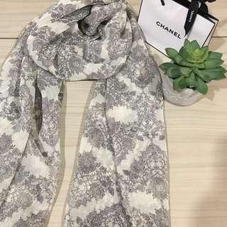 Grey patterned scarf