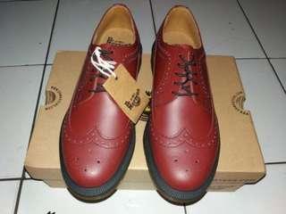 BNIB Dr Martens 3989 Cherry Red