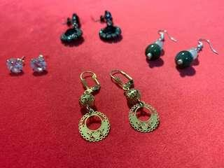 🚚 Assorted earrings