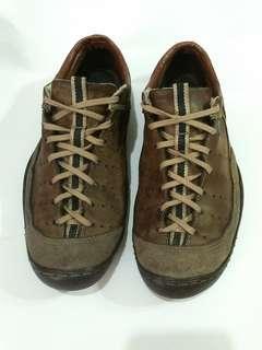 Sepatu kulit Bally