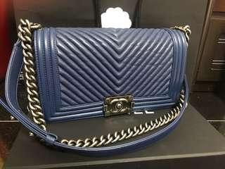 Boy Chanel navy blue 牛皮