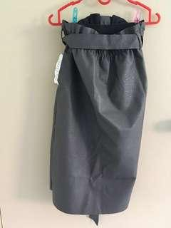 🚚 Grey Faux Leather Knee-Length Skirt