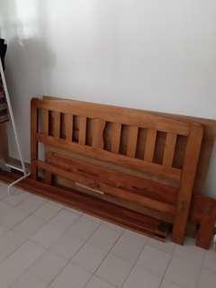 🚚 Queen size bed frame & mattress