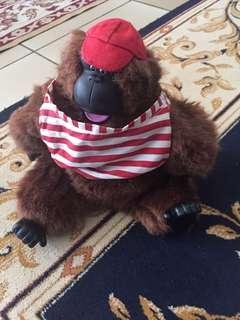 🚚 Singing stuffed gorilla