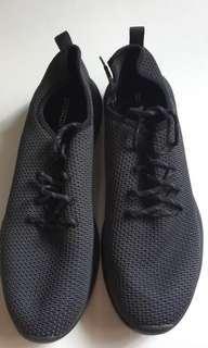 🚚 HnM black shoes US10