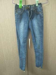 牛仔褲窄管直筒褲#半價衣服拍賣會