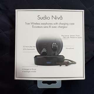 🚚 Sudio Niva Wireless earphones with charging case